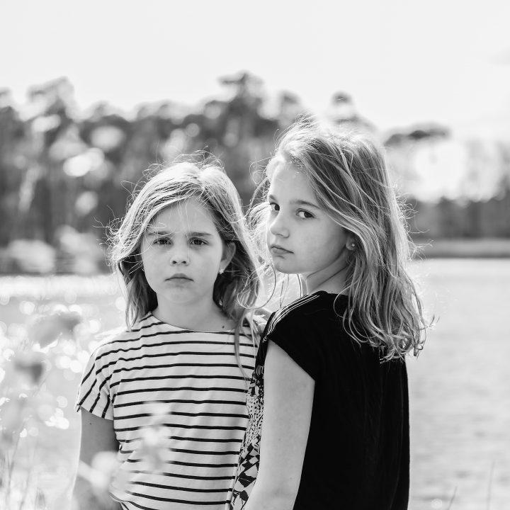 Stoere kinderfotografie voor coole zusjes
